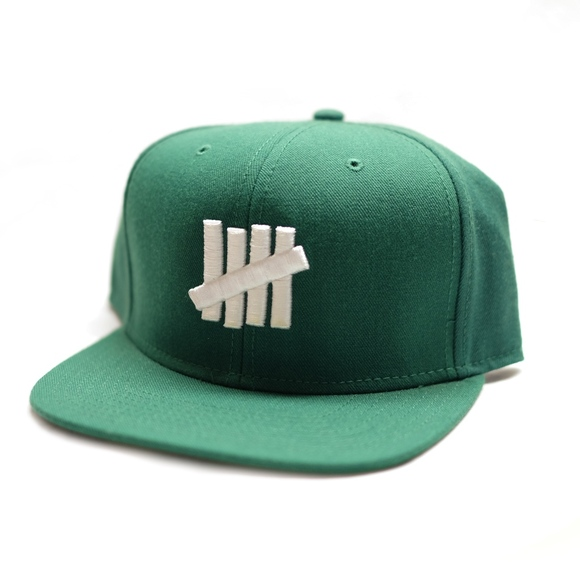 15a8f9e7 UNDEFEATED 5 STRIKE GREEN SNAPBACK HAT/CAP. M_5ba4ce88baebf63b40b082e5